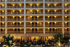 Real Wedding at Embassy Suites Chicago Downtown |  Images by Studio Finch    #city - urban, #hotel