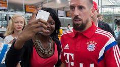 Franck Ribéry son nouveau look contestable (quelle horreur !) avec ou sans barbe, Ribéry toujours aussi AFFREUX !!!