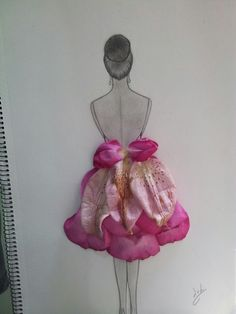 what a cool idea!! flower dress, real flower, fashion designer,