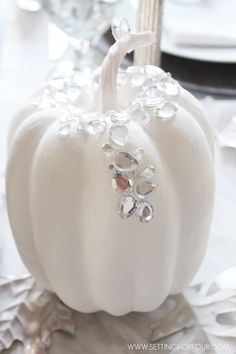 Perfect DIY pumpkin decorations for your Fall and Thanksgiving decor…