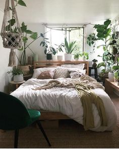 Plants don't need to be only in the outdoors. There are a wide range of botanicals extends that will enable you to get your specialty on and make something to embellish your bohemian room. You'll be more joyful to demonstrate white and brown shades off on Bohemian Room, Bohemian Bedroom Decor, Bohemian Style, White Bohemian, Bohemian Design, Modern Bohemian, Room Ideas Bedroom, Home Bedroom, Bedrooms