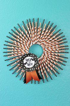 Halloween wreath - Haustür Kranz aus Papier Strohhalmen