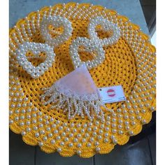 Amarelou por aqui . Sousplatscroche amarelo com pérolas . Porta guardanapos coração com pérolas . . Deixe a sua mesa linda, chique e harmoniosa Encomende os seus! #boatarde #arteemlinha #sousplatdecroche #euquefiz #croche #crocheting #instagram #mesaposta #mesahits #mesalinda #handmade #casadecor #casacor #core #euamoartesanato #artesanatobrasil #artesanato #perolas #portaguardanapo #cobrejarra #receberbem #mesalinda #meseirasdobrasil