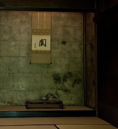 Tokonoma: i love the stone backround: texture color Kyoto, Japan. Japanese Interior Design, Japanese Design, Japanese Art, Japanese Culture, Japan Architecture, Historical Architecture, Interior Architecture, Pavilion Architecture, Sustainable Architecture