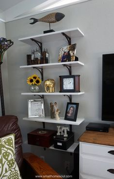 Exceptional smart home decor advice tips are offered on our site. Cute Dorm Rooms, Cool Rooms, Diy Home Decor, Room Decor, Decor Crafts, Decorating Bookshelves, Farmhouse Side Table, Diy Décoration, Shelf Design