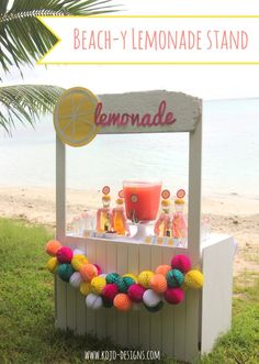 lemonade bar (a perfectly beach-y drink station) Are you looking for a refreshing beverage station for a beach party (or wedding)? This lemonade bar is perfect! Kids Lemonade Stands, Lemonade Bar, Pink Lemonade, Alexs Lemonade, Food Trucks, Wedding Food Stations, Drink Stations, Diy Wedding Food, Bar Drinks