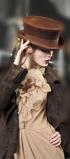 John Galliano for Christian Dior John Galliano, Dior Fashion, Couture Fashion, Glamour, French Fashion, Vintage Fashion, Cristian Dior, Love Hat, Mode Inspiration