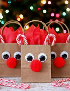 "Reindeer Gift Bags Need a gift bag for your holiday gifts? Make these adorable Reindeer Gift bags in a matter of minutes with this fun and simple tutorial.""},""grid_description"":""Reindeer Gift Bags - A fun way to wrap all of your favorite holiday gifts. Christmas Bags, Christmas Wrapping, Homemade Christmas, Diy Christmas Gifts, Christmas Projects, Christmas Holidays, Christmas Pajamas, Christmas Wreaths, Christmas Ideas"