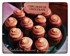 Cupcakes de chocolate...con cubierta de chocolate...y relleno de chocolate!!! =) #mesadulce #boda