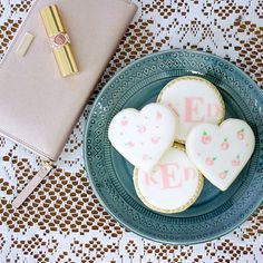 I need another cup of coffee to go with these adorable cookies, and maybe a nap! (Btw: favorite lippie from @yslbeauty 'Nude Beige'!) #coffeebreak #lunchbreak