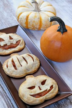 Pumpkin Pie Pop Tarts - ooooh & they freeze well, too! Looks like I won't have to make only waffles in bulk now! Excited to try these!