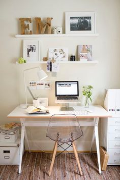 31 White Home Office Ideas To Make Your Life Easier; home office idea;Home Office Organization Tips; chic home office. Workspace Design, Home Office Design, Home Office Decor, Office Ideas, Small Workspace, Office Furniture, Bureau Design, Office Chairs, Small Desk Space