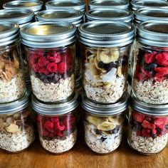 """Instant"" Oatmeal Jars – Easy Breakfast Meal Prep Make ahead oatmeal! Put cup dry oats in a pint sized Mason jar & top with different combos of freeze dried fruit. Add 1 cup boiling water then get ready for your day & enjoy! Mason Jar Meals, Meals In A Jar, Mason Jar Recipes, Healthy Snacks, Healthy Eating, Healthy Recipes, Healthy Breakfasts, Fruit Recipes, Healthy Milk"