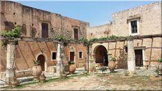 Vidéki házak - Lakberendezési stílusok Good House, Stone Houses, Crete, Pergola, House Plans, Exterior, Mansions, Architecture, House Styles