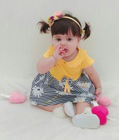 Cute Little Baby, Little Babies, Baby Love, Cute Babies, Baby Kids, Cute Baby Boy Photos, Baby Pictures, Beautiful Children, Beautiful Babies