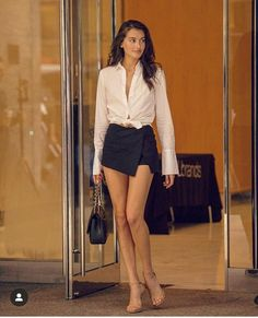 A cute selection of Hollywood Celebrities Pics, Photos & Images: Models, Actresses, Singers, Sportswomen & Hot Babes. Sexy Outfits, Fashion Outfits, Womens Fashion, Vs Fashion Shows, Look Fashion, Tall Women, Sexy Women, Jessica Clement, Girls In Mini Skirts