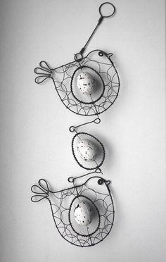 Závěs s ptáčky a vajíčkem / Zboží prodejce mat. Wire Wrapped Jewelry, Wire Jewelry, Minimalist Christmas Tree, Copper Wire Art, Art Du Fil, Wire Crafts, Beads And Wire, Wire Work, Metal Art