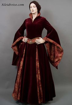 Travel Dress - Basia collector. Studio for historical fashion, gothic and fantasy. Picture Same Dress