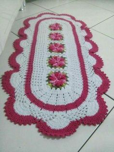 Lindos e diferentes modelos de tapetes feitos em Crochê Crochet World, Crochet Doilies, Crochet Flowers, Cute Crochet, Knit Crochet, Crochet Designs, Crochet Patterns, Owl Bathroom, African Flowers