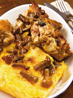 Coniglio in umido ai funghi con polenta The Rabbit stewed with mushrooms with polenta is a rich dish, in which the delicate flavor of the rabbit is enhanced by the lingering aroma of the mushrooms. Meat Recipes, Cooking Recipes, Rabbit Stew, Sweet Cakes, I Foods, Italian Recipes, Love Food, Food To Make, Stuffed Mushrooms