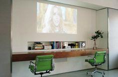 חדר עבודה מושקע ומינימליסטי,  הכיסאות הירוקים עושים את החדר