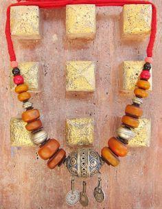 Collar marroquí bereber con esmalte Eggbead resina monedas