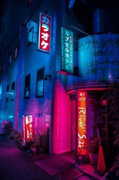 Exterior signage for a capsule hotel in Tokyo glows in color graded neon, photography by 落書き Arte Cyberpunk, Cyberpunk Aesthetic, Cyberpunk City, Neon Aesthetic, Cyberpunk 2077, Japanese Aesthetic, Urban Photography, Night Photography, Street Photography