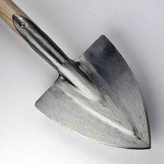 Pointed Spade T-Handle by Sneeboer - Spade - Tools by Type - Sneeboer - Hand Forged Garden Tools - Hand Tools & Secateurs - ONLINE SHOP