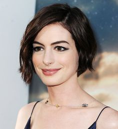 No awkward growing-out phase here! Anne Hathaway's now-iconic pixie has officially entered bob territory—and while we'll always love her cropped cut, her newfound length is already proving to be just as chic on the red carpet. In fact, this past weekend at the premiere of Interstellar, she sported one of our favorite throwback hairstyles: sexy…