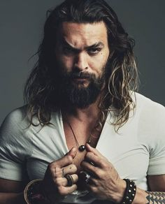 Norman Jean Roy photographs Jason Momoa for DT Spain. Justice League star Jason Momoa promotes the movie with a new cover. The actor covers the October 2017 issue of DT Spain. Photographer Norman Jean Roy captures the Hollywood star for the occasion. Jason Momoa Aquaman, Aquaman Actor, Handsome Men Quotes, Handsome Arab Men, Handsome Celebrity Men, Scruffy Men, Spine Tattoos For Women, Beautiful Tattoos For Women, Hipster Noir