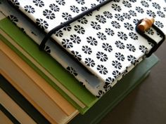 a DIY cover for your Kindle, iPad or tablet. The V Spot: Make a DIY cover for your Kindle, iPad or tablet.The V Spot: Make a DIY cover for your Kindle, iPad or tablet. Kindle Cover, Tablet Cover, Phone Cover, Cute Crafts, Crafts To Make, Diy Crafts, Sewing Crafts, Sewing Projects, Craft Projects