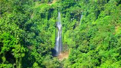 Imposante Wasserfälle - Wir werden sie von Nahem erkunden.