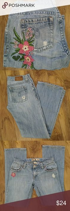 """Roxy patchwork JEANS sz7 In great condtion size 7 30"""" waist roxy embroidered denim in seam is 31"""" totally in right now. Roxy Jeans"""