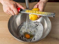 Bögrés mákos sütemény recept lépés 3 foto Wok, Serving Bowls, Tableware, Kitchen, Recipes, Dinnerware, Cooking, Tablewares, Kitchens