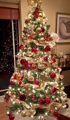 Artificial fir tree as Christmas decoration? An artificial Christmas Tree or even a real one? Lovers of artificial Christmas decorations , such as Christmas tree or artificial Advent wreath know the a Elegant Christmas Trees, Red And Gold Christmas Tree, Gold Christmas Decorations, Christmas Tree Design, Noel Christmas, Rustic Christmas, Christmas Tree Ideas, Traditional Christmas Tree, Christmas 2019