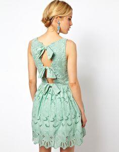 ASOS   Короткое приталенное платье с вышивкой и бантом ASOS на ASOS