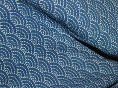 Indigo und Weiß Hand Blockdruck fabric.These Stoffe sind für den Druck durch eine natürliche Bleichprozess vorbereitet und gedruckt mit traditionellen natürlichen Farbstoff Rezepte. Dies ist aus...