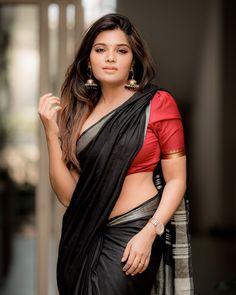 Pretty Beautiful Girl, Beautiful Girl In India, Beautiful Saree, Beautiful Roses, Indian Actress Hot Pics, Beautiful Indian Actress, Actress Photos, Indian Long Hair Braid, Desi Girl Image