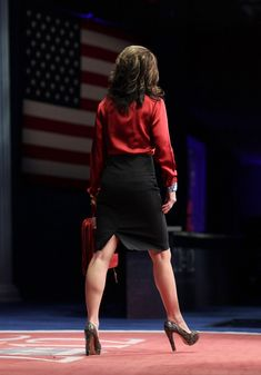 "Sarah Palin CPAC 2012 Speech - Live Video - PLUS: Breitbart Accuses OWS of behaving like ""freaks and animals, murderers and rapists"" Sarah Palin Photos, Diana Riggs, Nikki Haley, Pencil Skirt Black, Sexy Older Women, Great Legs, Celebs, Celebrities, Boss Lady"