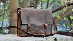 **_Męska skórzana torba która ma wliczony w cenę paski jaki pozwalają wykorzystywać jej jak plecak lub jak torbę na ramię_**  - jedna pojemna kieszeń w której łatwo umieści się laptop 15' -...