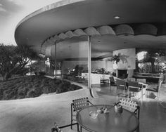 Silvertop House, Silver Lake, CA by John Lautner (1963) - photo by Julius Shulman