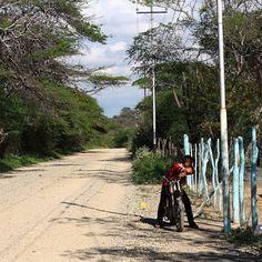 Camino vacío Senda solitaria Lleva a algún lugar Mi lugar Mi hogar #Venezuela #poema #instamood #instame #me #yo #instahub #instagood #instacool #AF