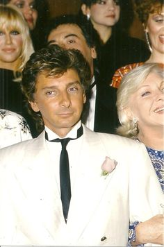 Barry Manilow with his mom and Suzanne's in the back.