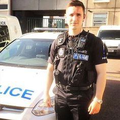 """Inspector Paul Maleary tweeted this week: """"SC Jordan Cable has carried out his 1st arrest. Well done!! Have you got what it takes to be a Special?"""" If you're interested in joining the Special Constabulary in Essex, visit www.essex.police.uk/specials and find out more. #specials #SpecialConstabulary #volunteer #ProudToServeEssex #smile Cop Uniform, Men In Uniform, Essex Police, Police Life, Hot Cops, Law Enforcement, Police Officer, Carry On, How To Look Better"""