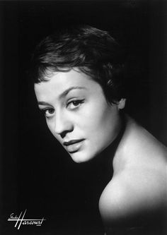 2011 in film and TV : Annie Girardot, French actress, died February of Alzheimer's disease, at the age of 79 Black And White Stars, Black And White Pictures, Famous French Actresses, French Movies, Actor Studio, French Girls, Annie, Studio Portraits, Belle Photo