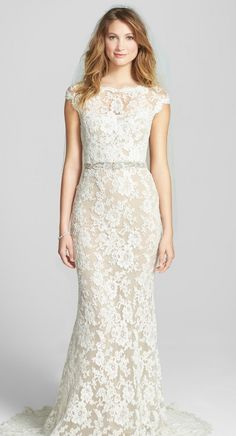 Creamy floral-lace with scalloped edges for a romantic finish.