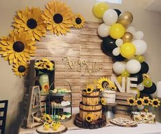 Set of 3 Large Paper Sunflowers or Daisies, Backdrop Wall decor for Birthday Party photobooth, Sunflower Nursery Decor 3 Giant Sunflower Backdrop Large Paper Sunflowers handmade Sunflower Birthday Parties, Sunflower Party, 1st Birthday Parties, Birthday Ideas, Giant Sunflower, Sunflower Weddings, Sunflower Nursery, Sunflower Baby Showers, Bumble Bee Birthday