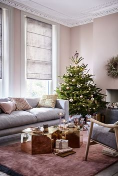 Christmas trees - living room scheme: Stunning mirrored brass tables, bronze and pink baubles and accents of gold bring a modern opulence to a relaxed living room. (Photography by Mark Scott). Pink Wallpaper Live, Pink Wallpaper Living Room, Wallpaper Ideas, Tree House Accessories, Room Accessories, Christmas Living Rooms, Christmas Home, Christmas Trees, Living Room Designs