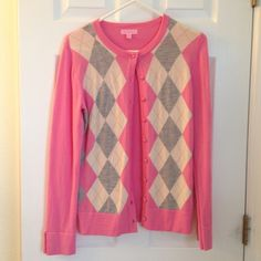 Lilly Pulitzer sweater perfect for the holidays! Beautiful Lilly Pulitzer 100% merino wool cardigan, size medium. In excellent condition except for one small pull on the bottom of the right sleeve, not noticeable when wearing. Note: both sleeves are split the only flies the tiny thread snag. Lilly Pulitzer Sweaters Cardigans