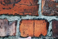 An inscription at one of the camp saunas. It was left by women deported from Hungary. Paweł Sawicki.
